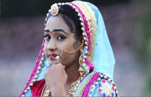 Jaipur Me Banglo Banwa Do Heena Sain